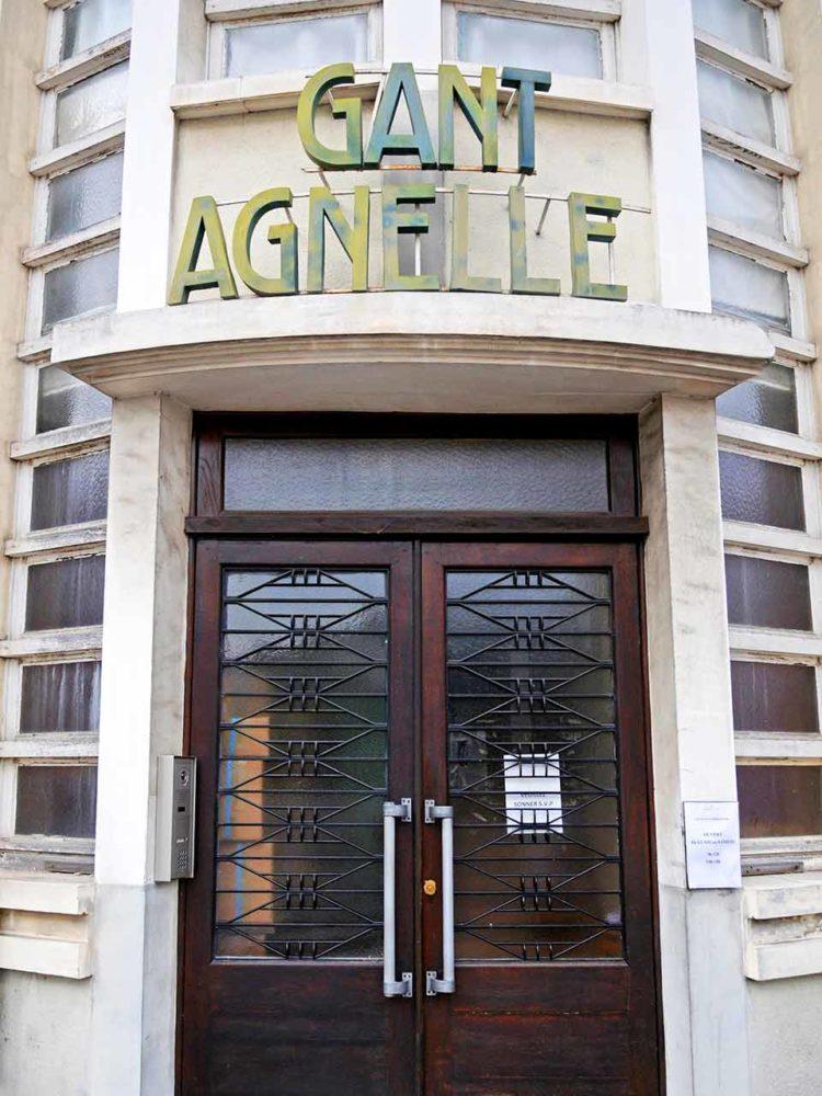 L'entrée de l'atelier de la ganterie Agnelle à Saint-Junien