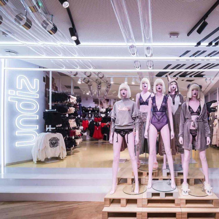 Undiz machine du pop-up store Etam + Undiz des Champs Élysées à Paris