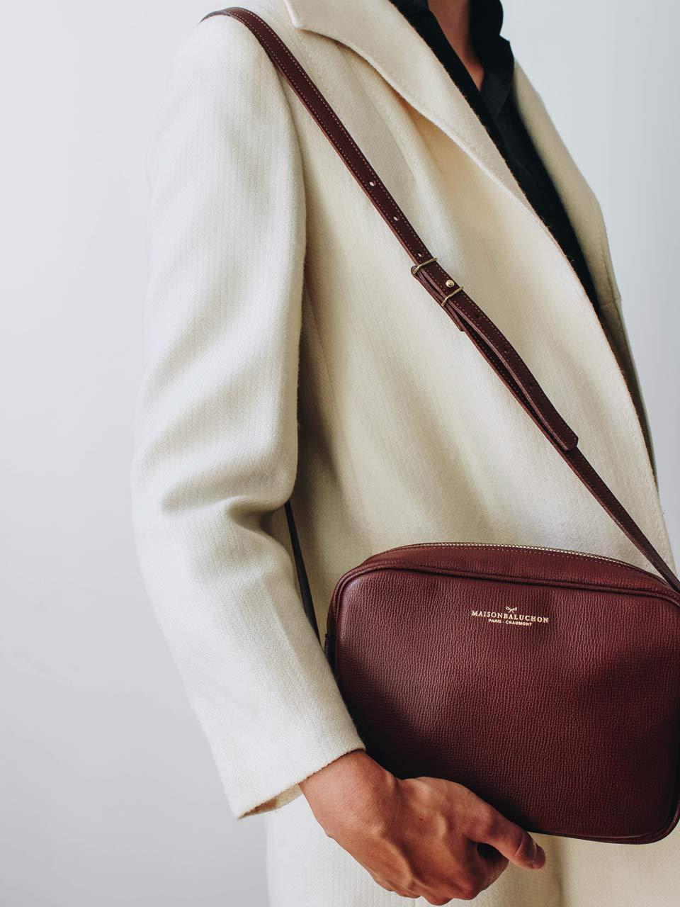 Le nouveau sac crossbody en cuir grainé
