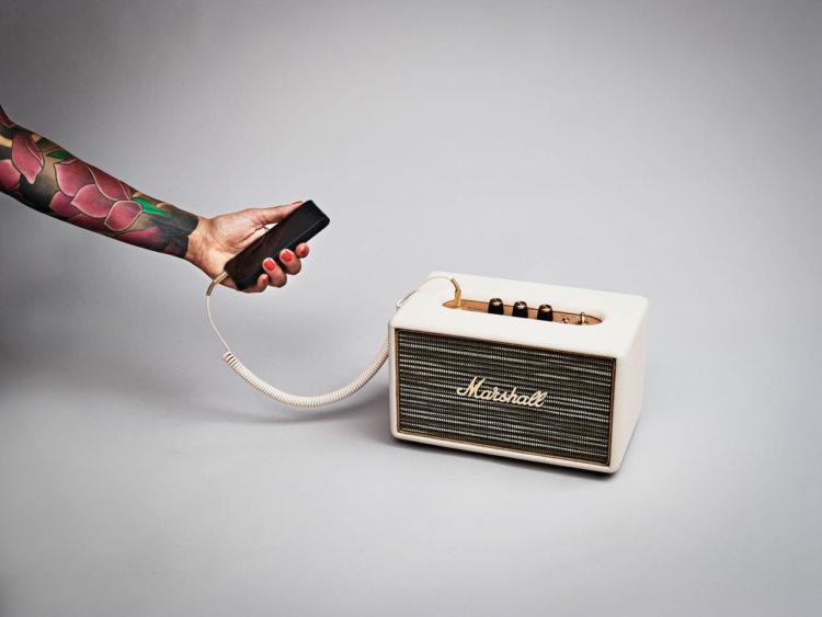 Enceinte Bluetooth Acton en cuir, Marshall, 249€, prix boutique conseillé.