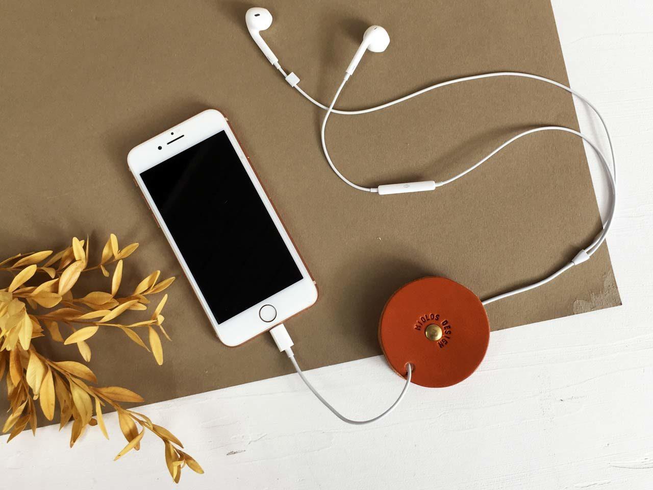 Enrouleur de câbles Bobina en cuir tannage végétal, Miolos Design