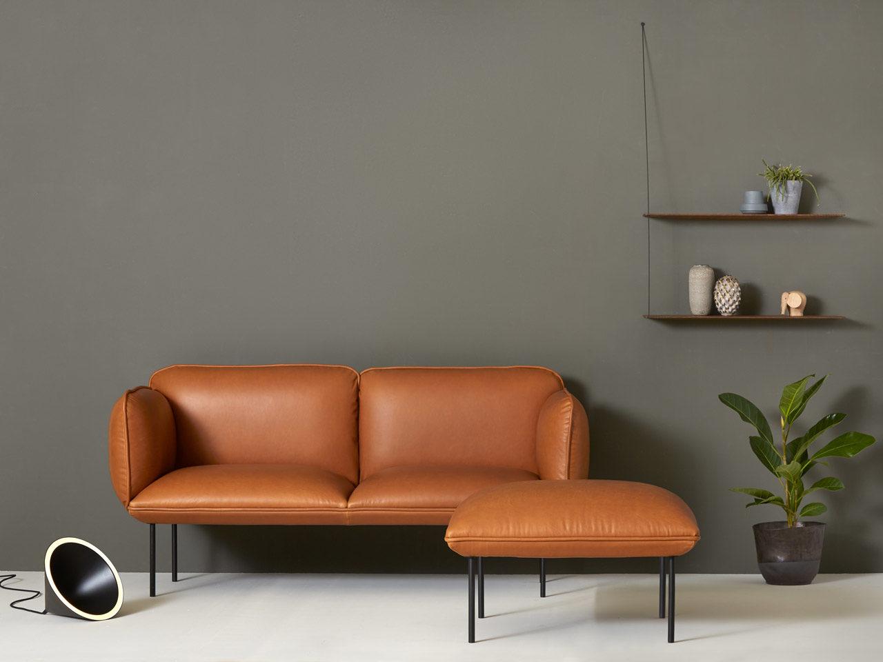 Nakki, canapé et pouf en cuir aniline, design Mika Tolvanen pour Woud