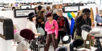 Acheteurs et distributeurs internationaux d'accessoires de mode et de prêt-à-porter indépendants, e-commerçants, grands magasins, concept-stores, stylistes… viennent y dénicher les dernières tendances de mode pointue.