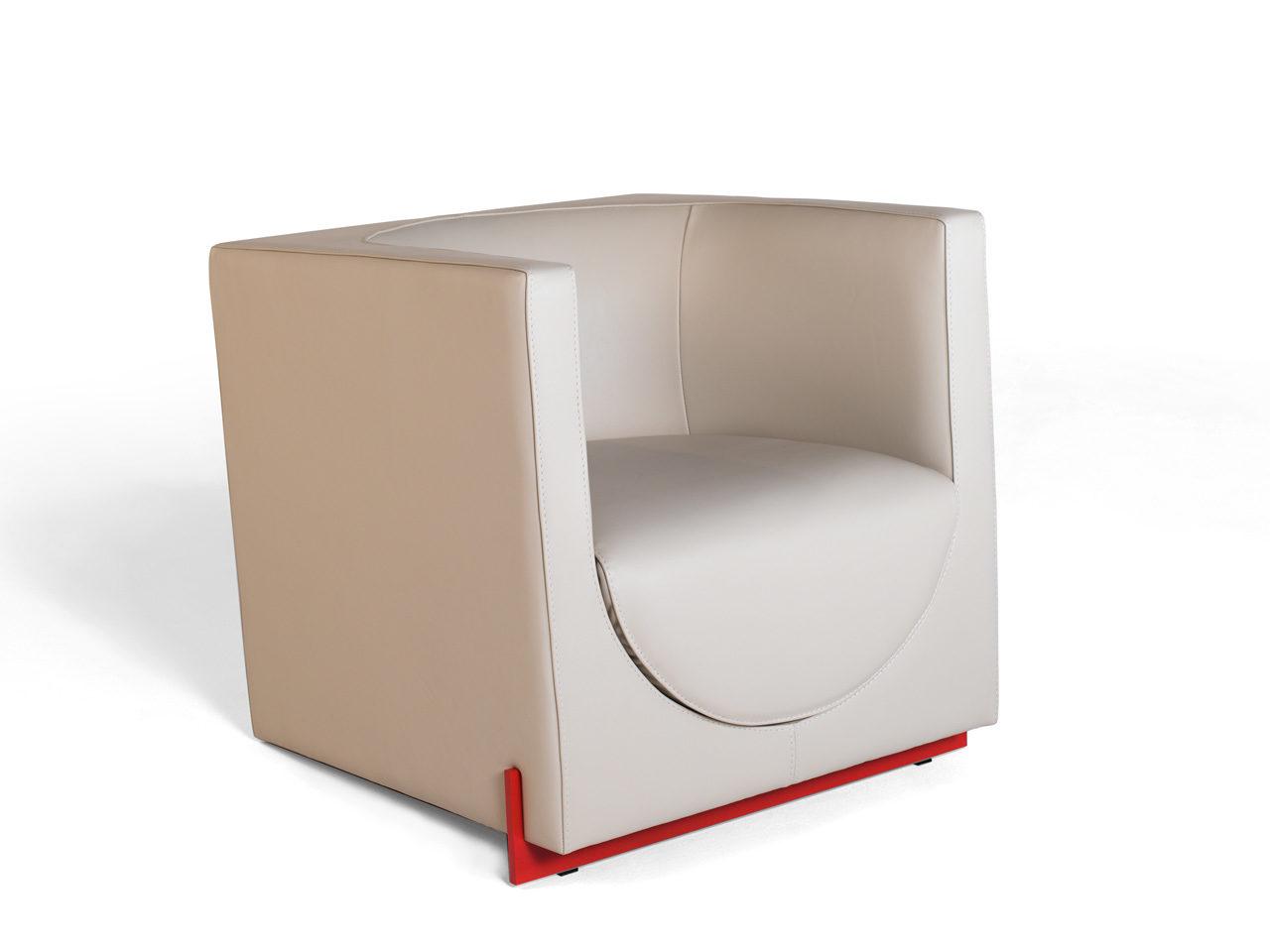 Swing, petit fauteuil en cuir de taurillon Remy Carriat