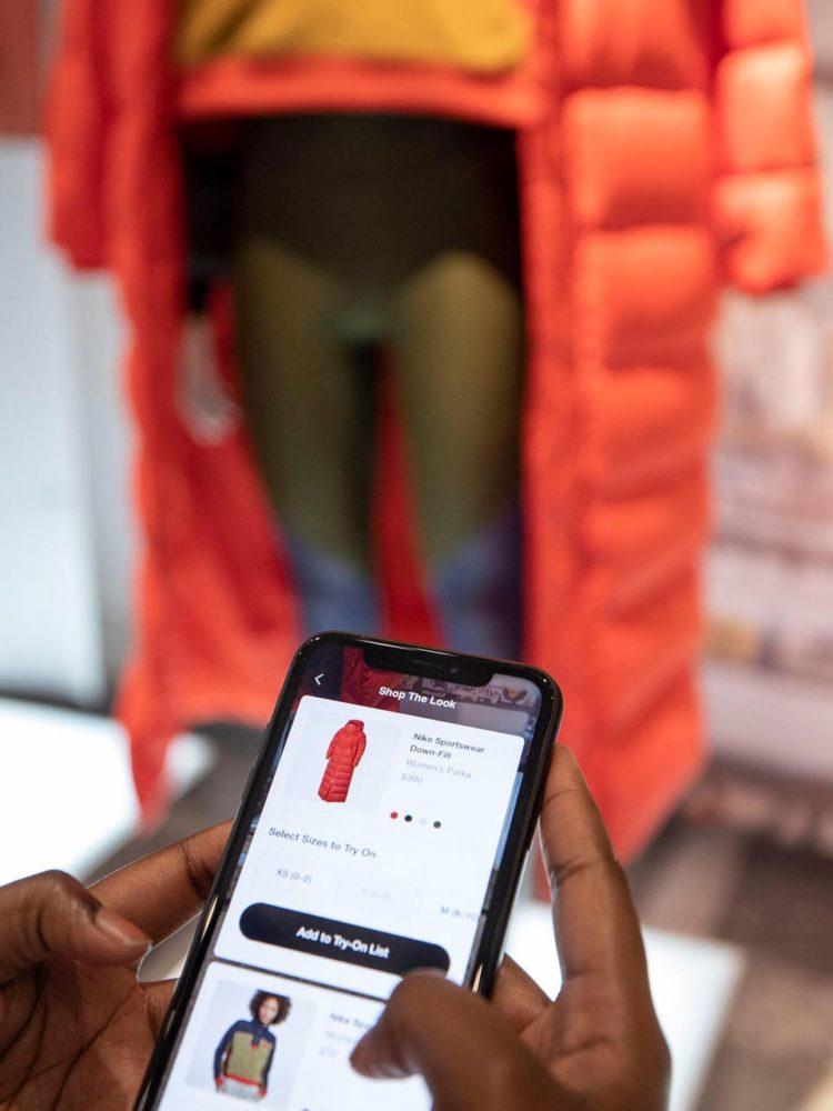 Dans la nouvelle boutique Nike, grâce à une application on peut, notamment, scanner une tenue sur un mannequin…