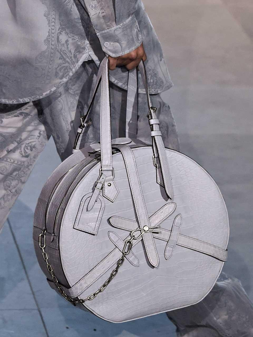 Louis-Vuitton-defile-ah-1920-cuirs-exotiques