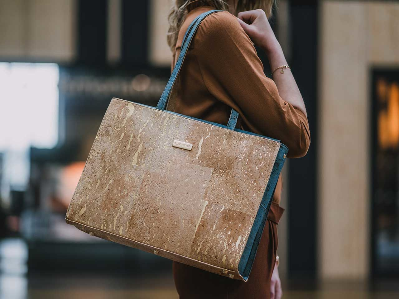 Bag Affair Classy Gold Green laptop bag closeup