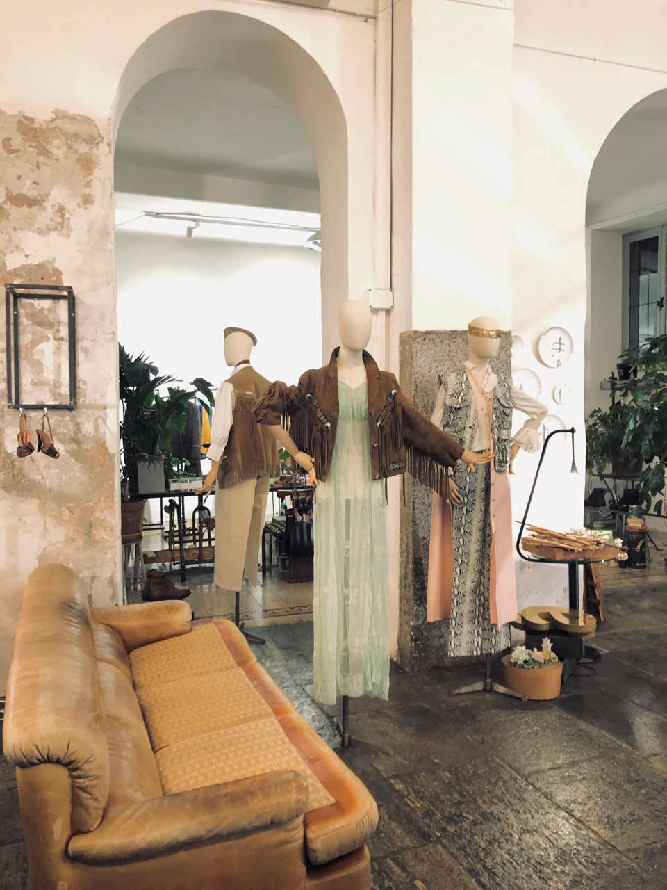 Silhouettes mode boutique The Cloister