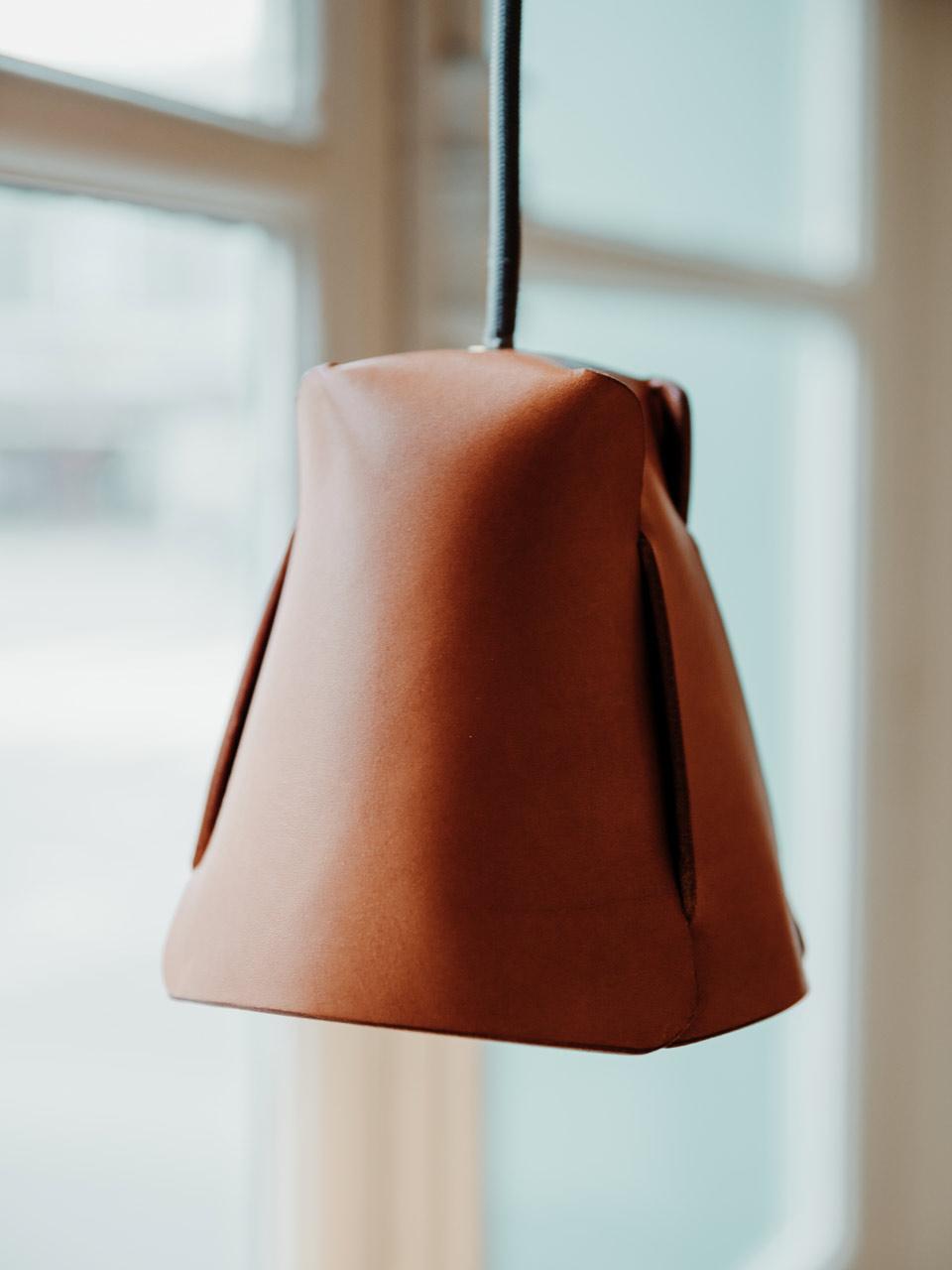 Damien Béal luminaire cuir